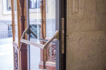 Çelik Profilden Camlı Yangın Kapısı